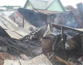 Bị lửa thiêu rụi nhà khi đang dựng rạp đám cưới con