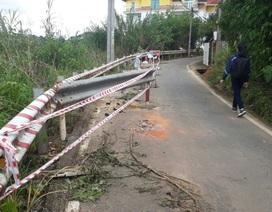 Mưa lớn kéo dài gây sạt lở nhiều tuyến đường ở Đà Lạt