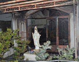 2 người thoát nạn trong căn nhà bốc cháy