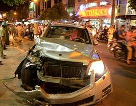 Ô tô tông hàng loạt phương tiện, 5 người bị thương
