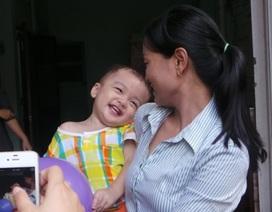 Cháu bé bị bỏ rơi trên taxi: Cha mẹ không nuôi được vì đông con?