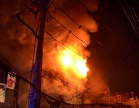 Cháy lớn gần 10 ngôi nhà giữa trung tâm TPHCM