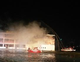 Hơn 700 người diễn tập chữa cháy, cứu nạn tàu du lịch