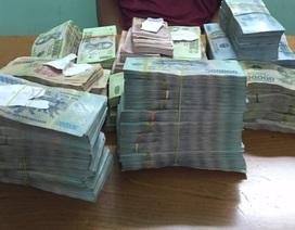 """Nhân viên """"ẩn mình"""" trong nhà chủ hơn 6 tiếng để trộm 1,3 tỉ đồng"""