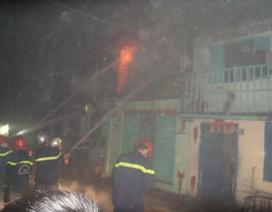 3 người ngủ say trong ngôi nhà cháy