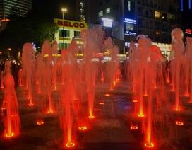 Chùm ảnh phố đi bộ Nguyễn Huệ lung linh trong ánh đèn và nhạc nước