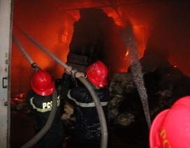Điều xe robot tới dập đám cháy ở công ty vải sợi rộng hàng ngàn m2
