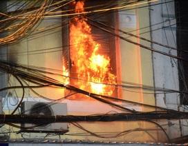 Cháy nhà ở trung tâm TPHCM, một bé gái tử vong