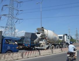 Xe ben đâm hàng loạt phương tiện trên quốc lộ, giao thông kẹt cứng