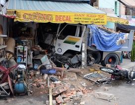 Xe ben húc đổ nhà dân, 2 người chết, 2 người bị thương