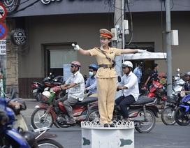 """Cảnh sát giao thông làm """"xe ôm"""" miễn phí tại 8 cụm thi THPT Quốc gia"""