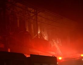 Cháy lớn gần chợ Bình Tây, cả khu phố náo loạn