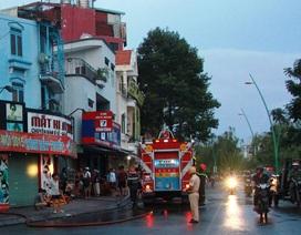 Giải cứu 3 người mắc kẹt trong căn nhà bốc cháy