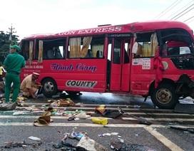 20 hành khách mắc kẹt trong chiếc xe bị lật, 10 người bị thương
