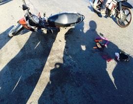 Rắn phóng ra đường, 3 mẹ con té ngã, chấn thương nặng