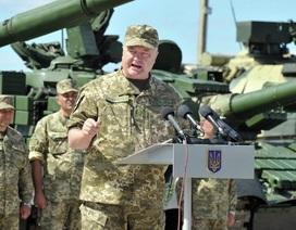 """Ukraine chuẩn bị """"đổ"""" vũ khí cho chiến dịch ở miền Đông"""