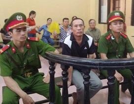"""Hà Nội: Bị cáo bị """"phơi nắng"""" tại sân Toà được cho tại ngoại"""