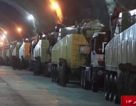 Iran tiết lộ căn cứ tên lửa tối mật dưới lòng đất