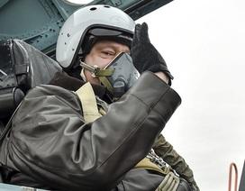 Tổng thống Ukraine bay thử tiêm kích Su-27
