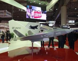 """Trung Quốc """"khoe"""" máy bay tàng hình tại triển lãm hàng không Dubai"""
