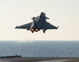 Xem máy bay Pháp cất cánh từ tàu sân bay hạt nhân