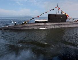 Tàu ngầm Nga mang tên lửa xuất hiện ngoài khơi Syria