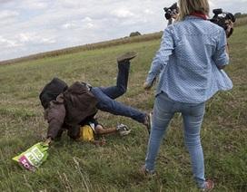Nữ phóng viên bị sa thải vì ngáng chân người di cư đâm đơn kiện