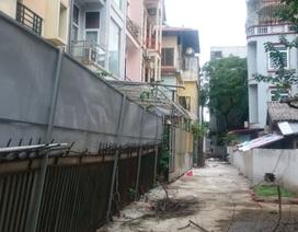 """Hà Nội: Người dân bức xúc vì bức tường """"zích zắc mềm mại"""" tại phường Kim Mã"""