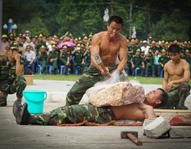 """Những màn võ thuật """"toát mồ hôi"""" của bộ đội biên phòng"""