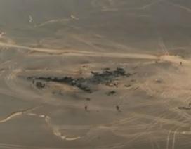 Xác máy bay Nga cháy đen nhìn từ trên cao