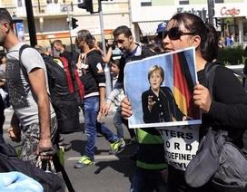 """Quyết định """"gây bão"""" của bà Merkel"""