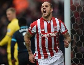 """Stoke """"hạ đo ván"""" đội đầu bảng Man City"""