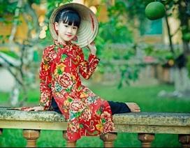 Mẫu nhí Hà thành diện áo dài chăn con công gợi nhớ thời bao cấp