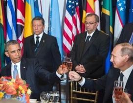 """Lãnh đạo Nga - Mỹ """"lạnh lùng"""" nâng ly trong bữa tiệc"""