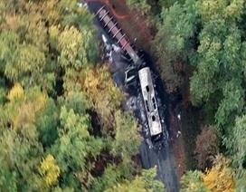 Hiện trường tai nạn giao thông thảm khốc làm 43 người chết tại Pháp
