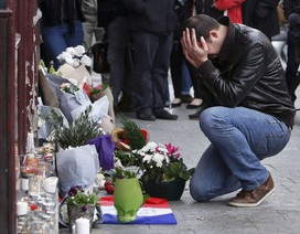 Người Paris bàng hoàng, đớn đau sau đêm khủng bố kinh hoàng