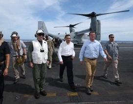 Bộ trưởng Quốc phòng Mỹ thị sát tàu sân bay trên Biển Đông