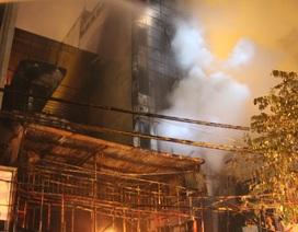Hà Nội: Quán karaoke 5 tầng cháy rụi trong đêm