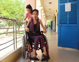 Nữ sinh đất võ ngồi xe lăn vào đại học