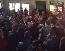 Thủ tướng Tây Ban Nha bị đấm vào mặt giữa đám đông
