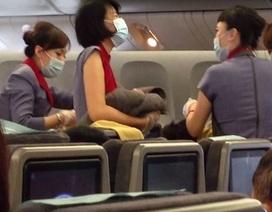 Phi hành đoàn cuống quýt đỡ đẻ cho hành khách trên máy bay