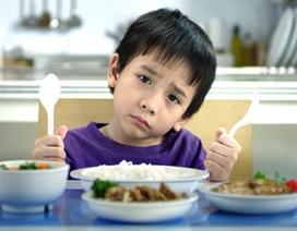Ép con ăn hết - mẹ mừng hay lo?
