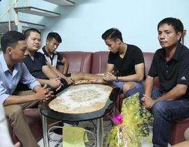 Tiền vệ Anh Khoa lên đường sang Singapore phẫu thuật