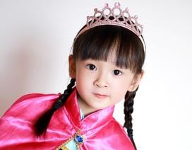 """Ngắm """"bông hồng lai"""" 4 tuổi đáng yêu đất Sài thành"""