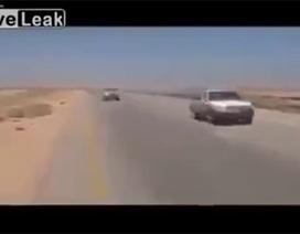 Nghi vấn trực thăng Apache Mỹ hộ tống đoàn xe IS