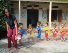 Cô giáo làng gần 20 năm trông trẻ miễn phí