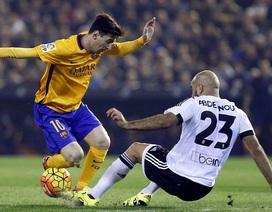 Barcelona đánh rơi chiến thắng trước Valencia tại Mestalla