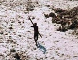 Thổ dân trên hòn đảo bí ẩn sẵn sàng bắn chết bất cứ ai tiếp cận