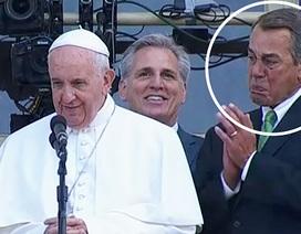 Chủ tịch Hạ viện Mỹ bật khóc khi đứng cạnh Giáo hoàng