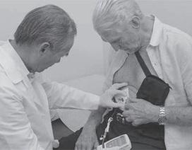 Bác sĩ gốc Việt chữa thành công bệnh parkinson cho 1 bác sĩ Mỹ